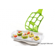 Stuzzichini realizzati con lo stampo Happy Snack Square by Silikomart